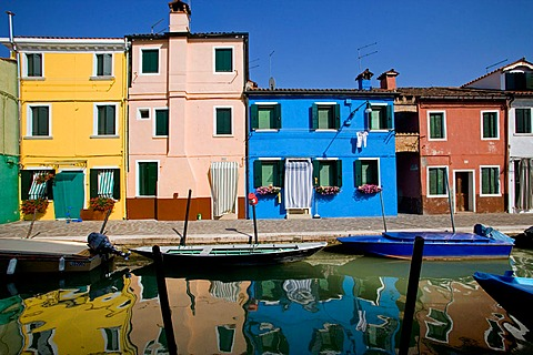 Laguna (lagoon) di Venezia, Burano, A canal with the typical colourful houses, Venice, Italy
