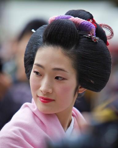 A Maiko taking part in the Setsubun Rituals at Yasaka Shine
