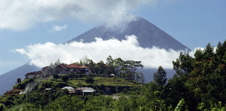Waiting for Bali's Mount Agung to erupt