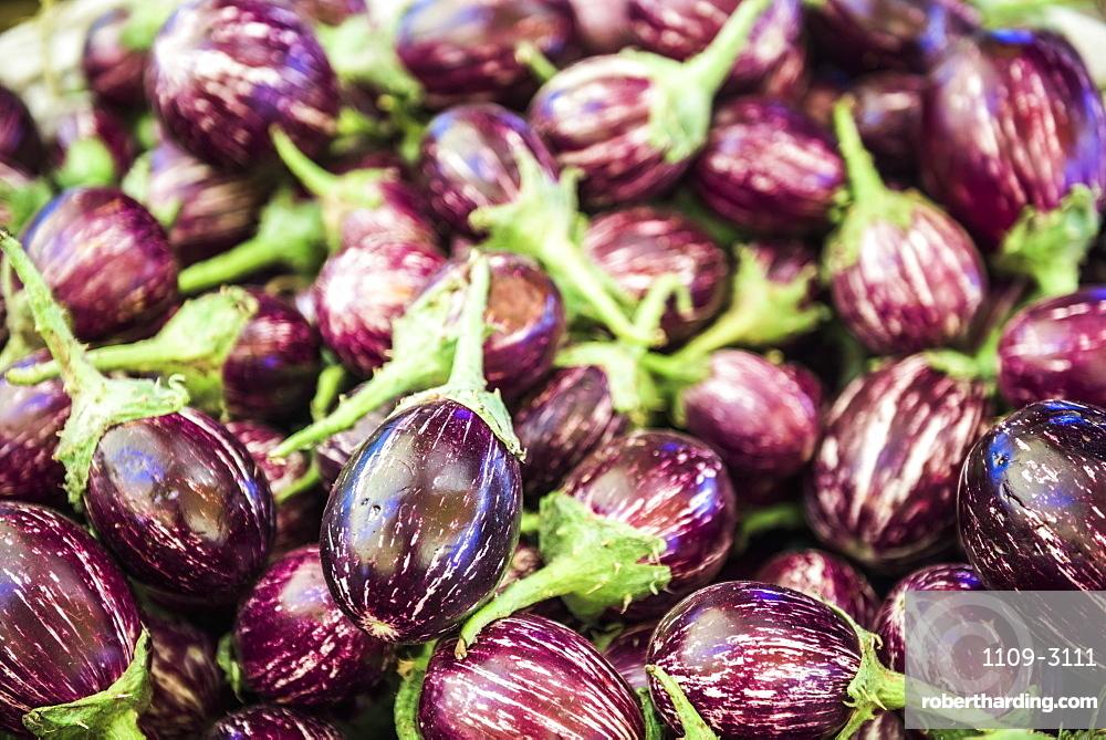 Eggplant (aubergines) for sale in Chaudi Market, Goa, India, Asia