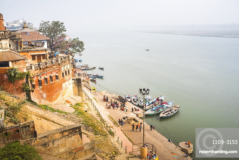 Banks of River Ganges in Varanasi, Uttar Pradesh, India, Asia