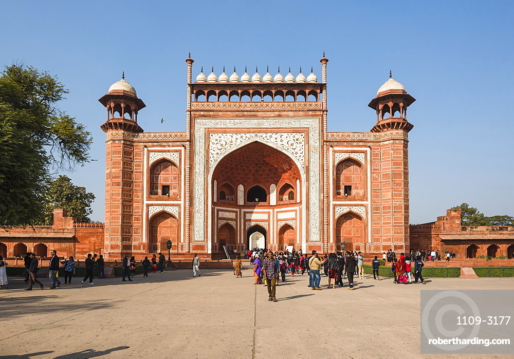 Great Gate (Darwaza-i rauza), the main entrance to the Taj Mahal, UNESCO World Heritage Site, Agra, Uttar Pradesh, India, Asia