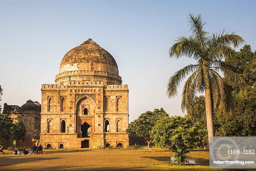 Bara Gumbad and Mosque, Lodhi Gardens (Lodi Gardens), New Delhi, India
