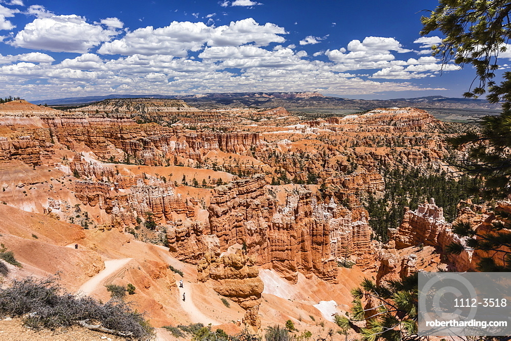 Hikers amongst hoodoo formations on the Sunrise Point Trail in Bryce Canyon National Park, Utah, USA.