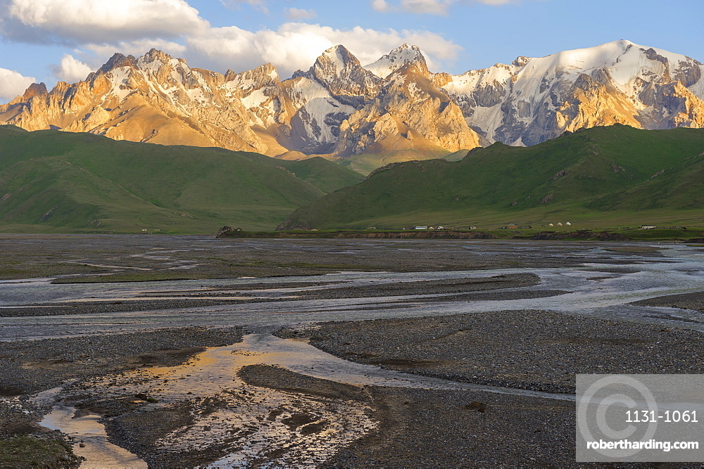 River coming from K?l-Suu mountain range at sunset, Kurumduk valley, Naryn province, Kyrgyzstan, Central Asia