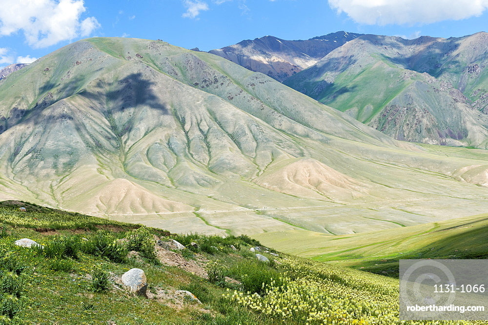 Road to Song Kol Lake, Naryn province, Kyrgyzstan, Central Asia, Asia