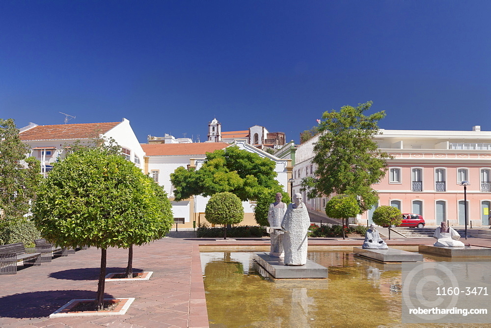 Praca Al Muthamid, cathedral, Silves, Algarve, Portugal, Europe