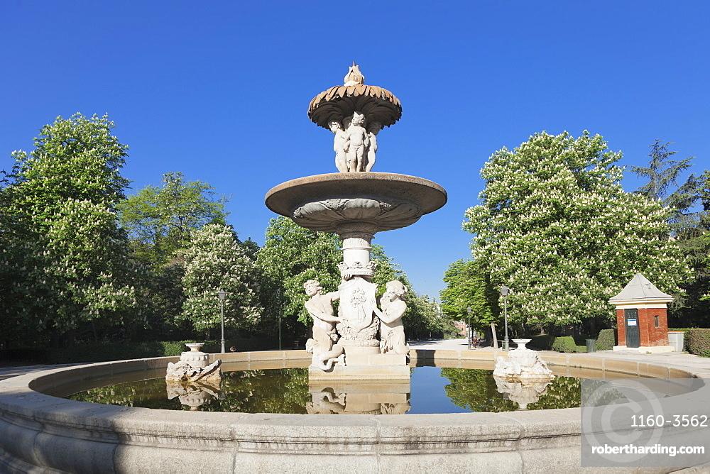 Fountain, Retiro Park, Parque del Buen Retiro, Madrid, Spain, Europe