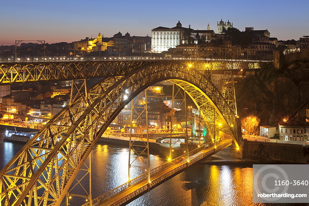 Ponte Dom Luis I Bridge over Douro River to Ribeira District, UNESCO World Heritage Site, Porto (Oporto), Portugal, Europe