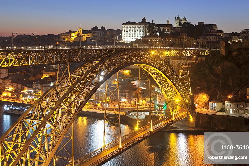 Ponte Dom Luis I Bridge over Douro River to Ribeira District, UNESCO World Heritage Site, Porto (Oporto), Portugal, Europe