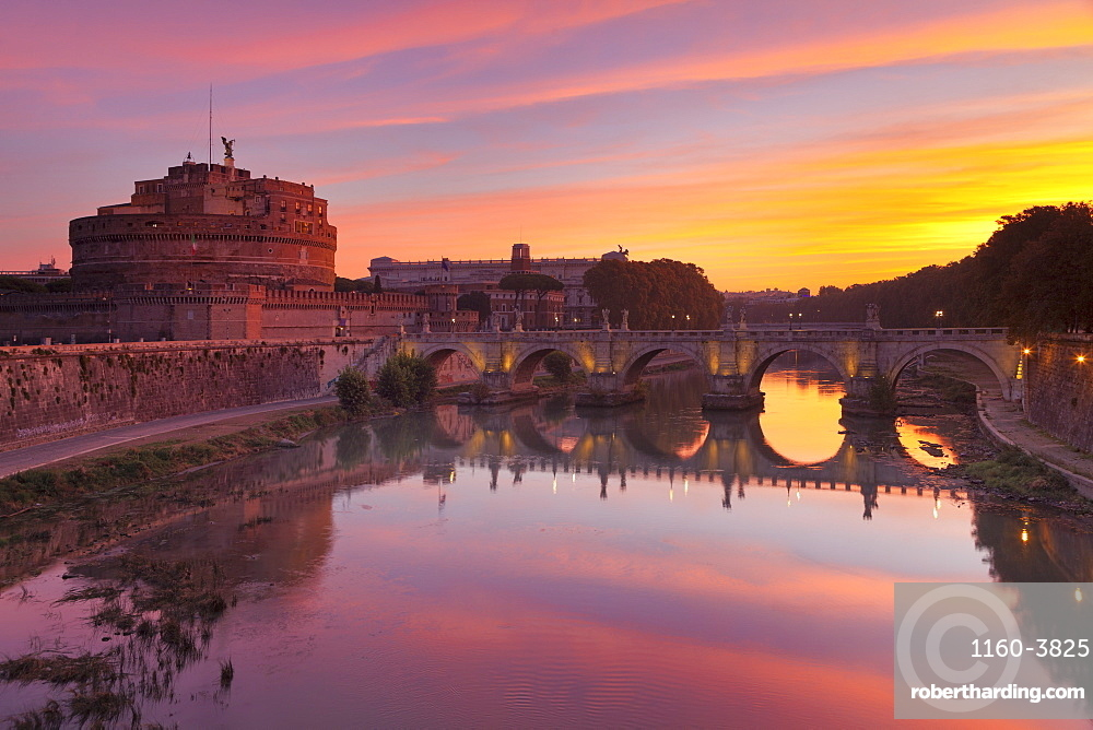 Mausoleum of Hadrian, Castel Sant'Angelo, Ponte Sant'Angelo Bridge, UNESCO World Heritage Site, Tiber River, Rome, Lazio, Italy, Europe