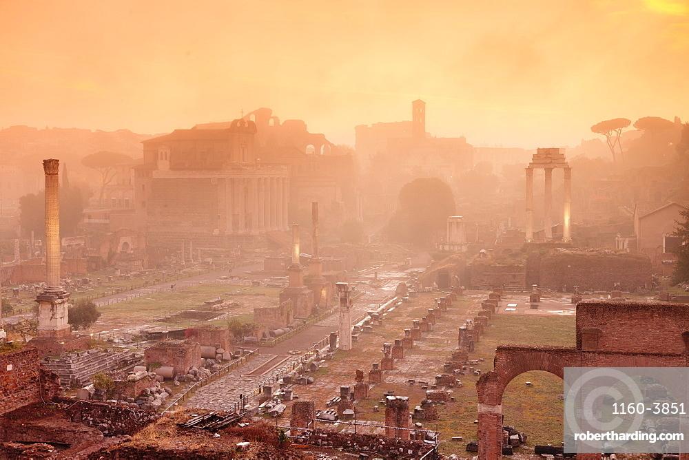 Roman Forum (Foro Romano) at sunrise, UNESCO World Heritage Site, Rome, Lazio, Italy, Europe
