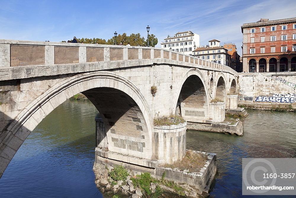 Ponte Garibaldi Bridge over Tiber River, Rome, Lazio, Italy, Europe
