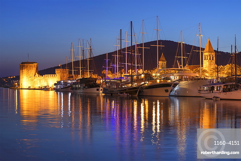 Sea Front Harbour and Kamerlengo Fortress, Old Town of Trogir, UNESCO World Heritage Site, Dalmatia, Croatia, Europe