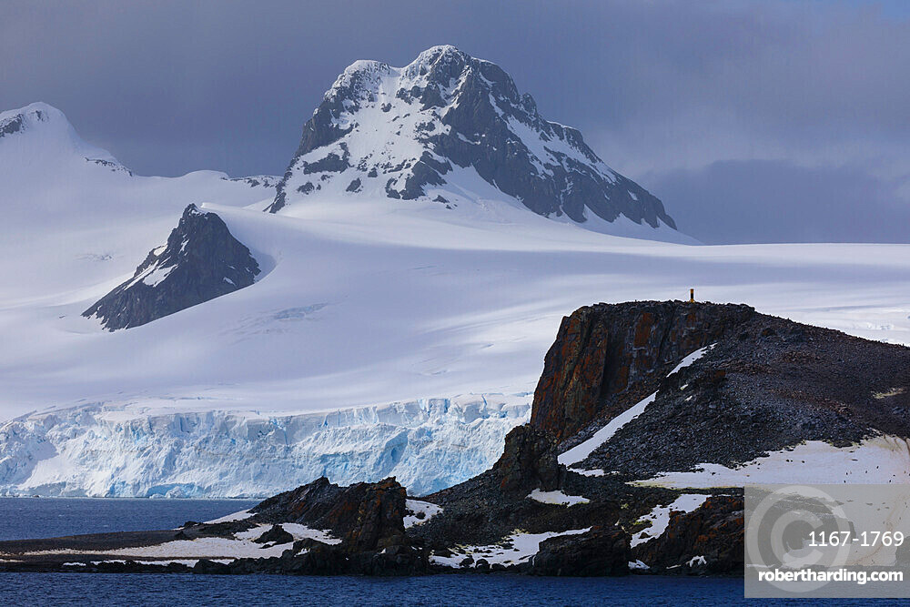 Half Moon Island, Livingston Island mountain and glacier backdrop, South Shetland Islands, Antarctica, Polar Regions