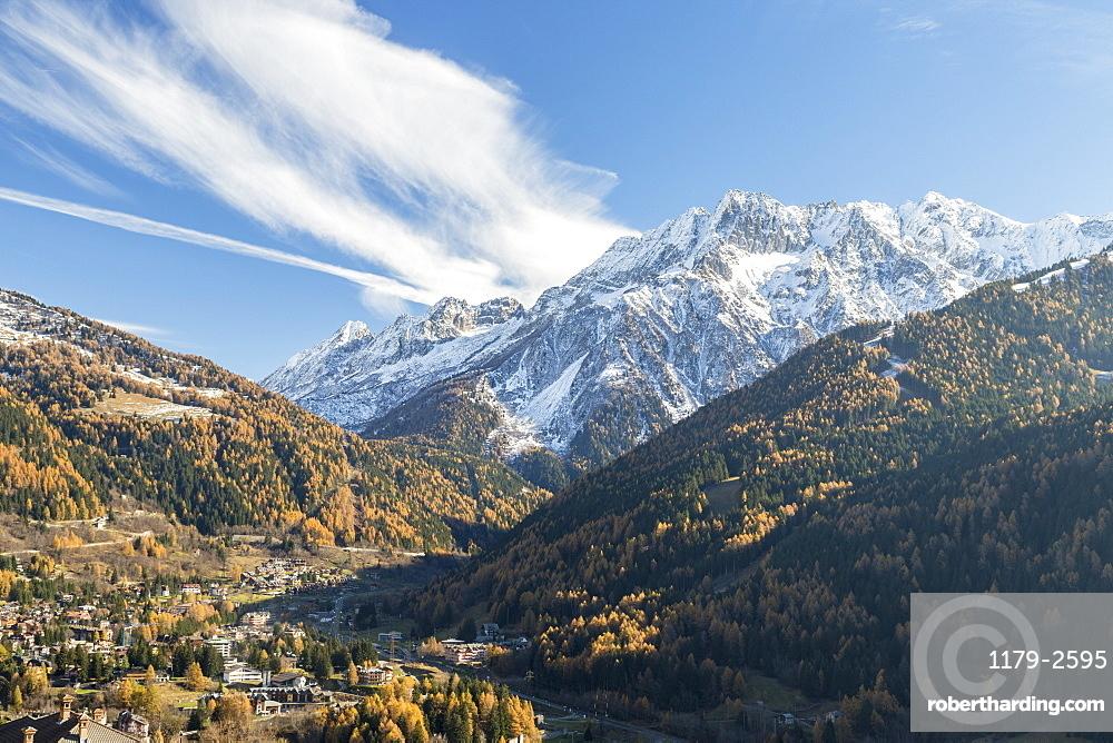 Alpine village of Ponte Di Legno during autumn, Brescia province, Valcamonica, Lombardy, Italy, Europe