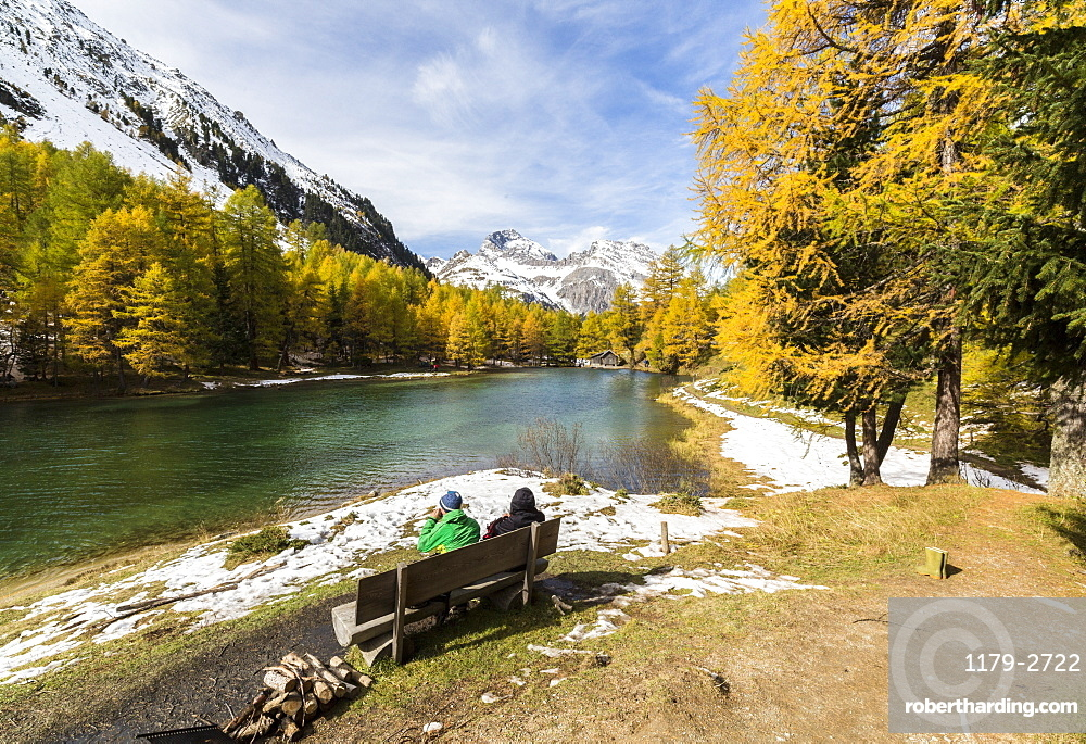 People on a bench on the shore of Lai da Palpuogna (Palpuognasee), Bergun, Albula Pass, Canton of Graubunden (Grisons), Switzerland, Europe