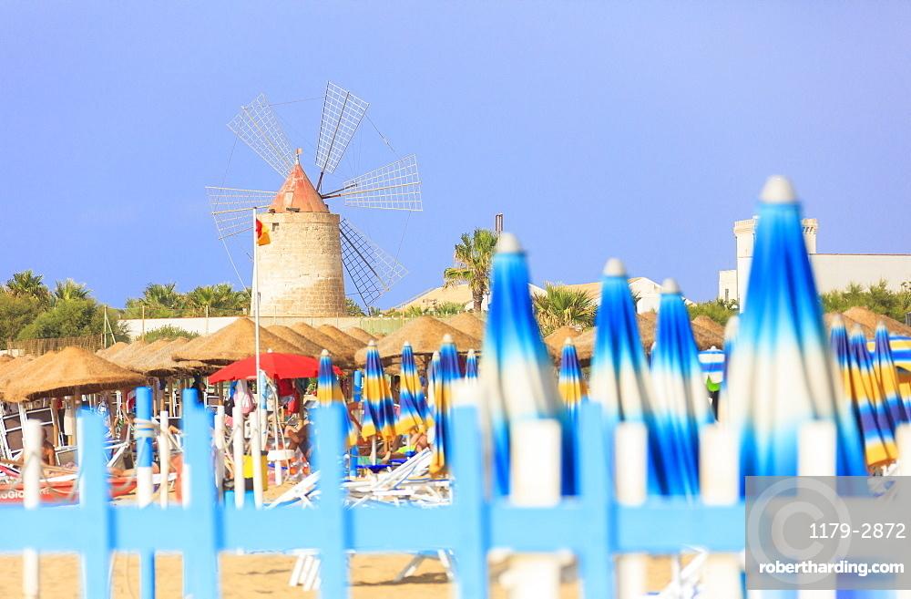 Beach umbrellas and windmill, Baia dei Mulini, Trapani, Sicily, Italy, Mediterranean, Europe