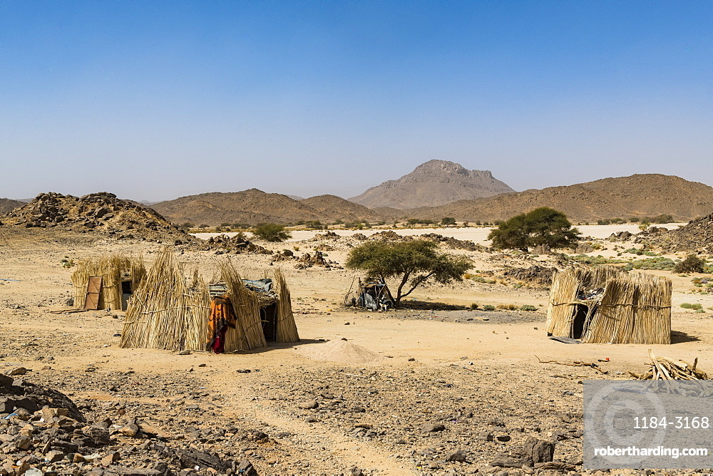 Traditional Tuareg housing near Tamanrasset, Algeria, North Africa, Africa