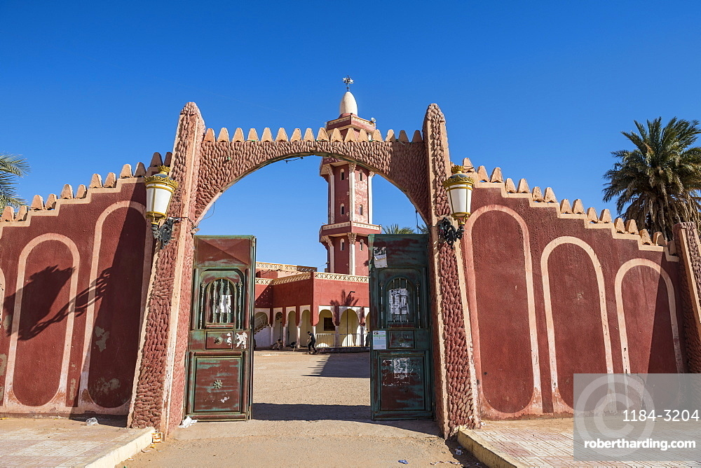 Red mosque in Timimoun, western Algeria, North Africa, Africa