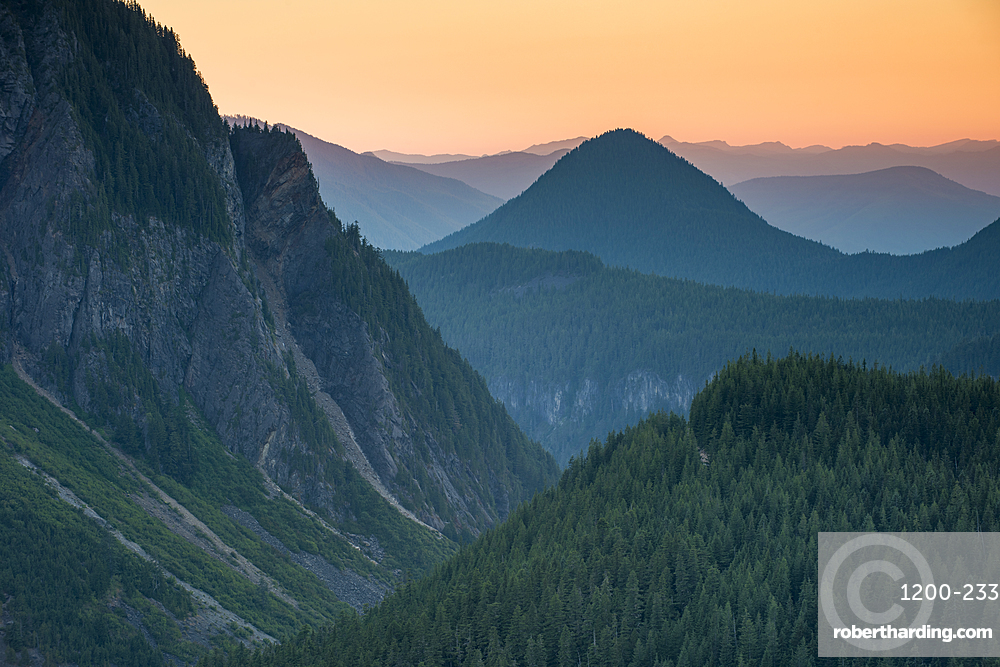 Mountain view at sunset, Mount Rainier National Park, Washington State, United States of America, North America