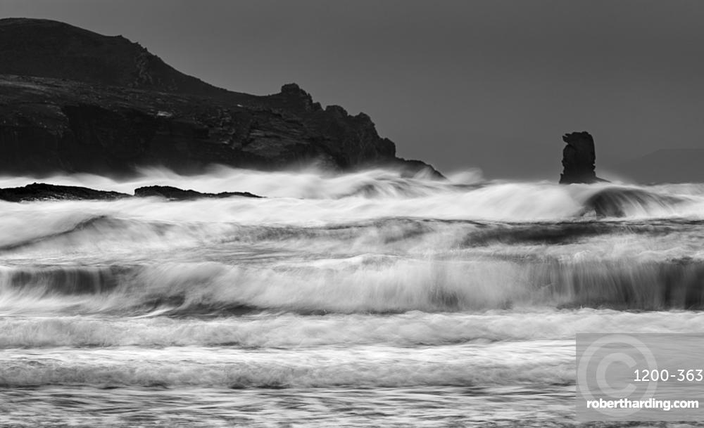 Waves and sea-stack, Kinard beach, Dingle Peninsula, County Kerry, Munster, Republic of Ireland, Europe