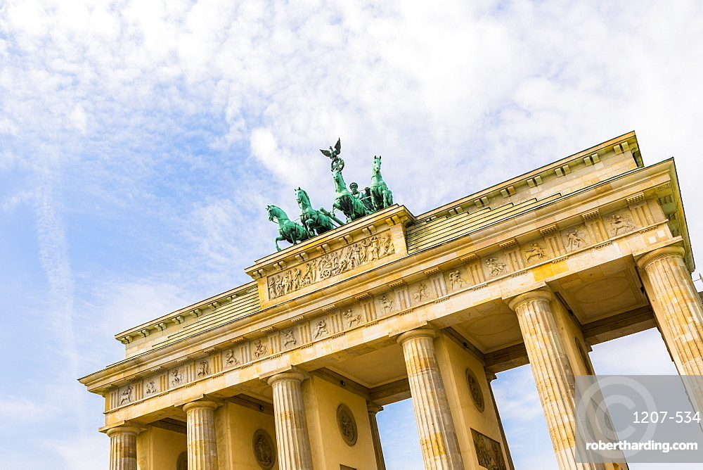 Early morning at the Brandenburg Gate, Berlin, Germany, Europe
