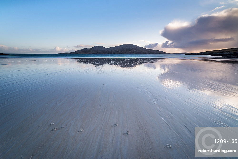 Bagh a Deas (South Beach), Vatersay, Outer Hebrides, Scotland. The uninhabited island of Sandray in the distance.