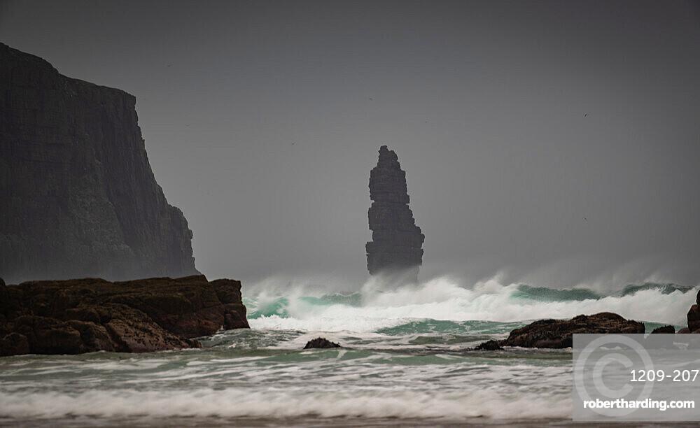 Am Buachaille sea stack, Sandwood Bay, Scotland. Dawn.