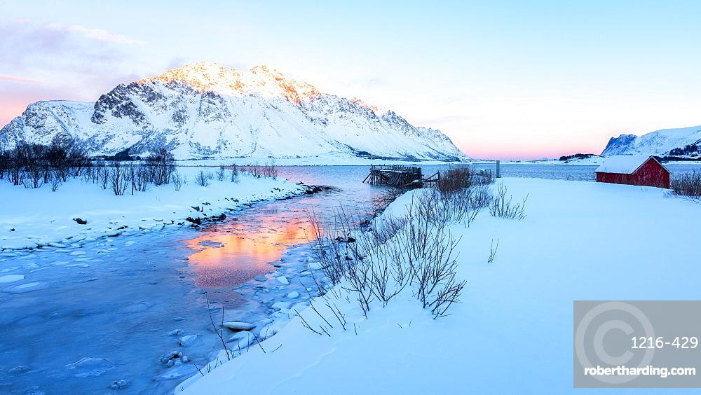 Winter's day in Lofoten, Lofoten Islands, Nordland, Arctic, Norway, Europe
