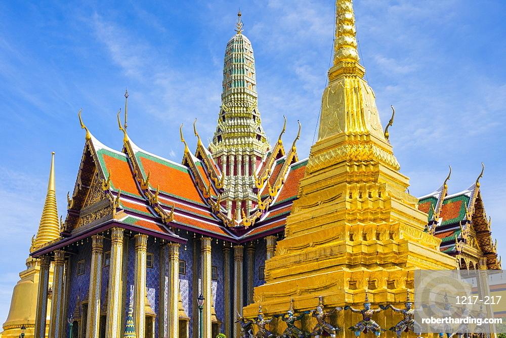 Prasat Phra Thep Bidon and Golden Stupa at Temple of the Emerald Buddha (Wat Phra Kaew), Grand Palace complex, Bangkok, Thailand, Southeast Asia, Asia