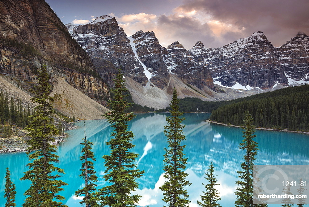 Sunset at Moraine Lake, Banff National Park, UNESCO World Heritage Site, Canadian Rockies, Alberta, Canada, North America