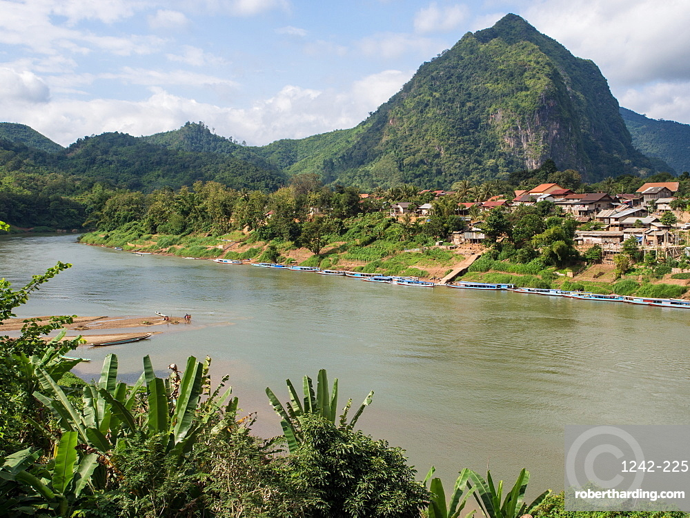 Village, river, and mountains, Nong Khiaw, Laos, Indochina, Southeast Asia, Asia