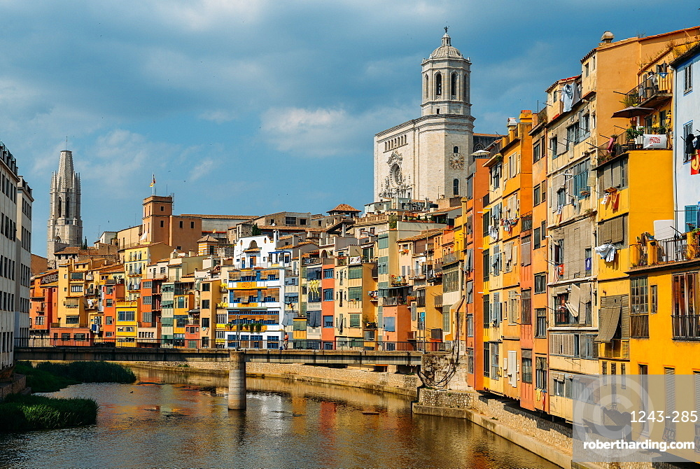 Colourful houses on the embankment of the River Onyar in historic centre with Girona's Cathedral in the background on right, Girona, Catalonia, Spain, Europe