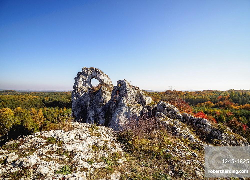 Okiennik Wielki, window rock, Piaseczno, Krakow-Czestochowa Upland or Polish Jurassic Highland, Silesian Voivodeship, Poland