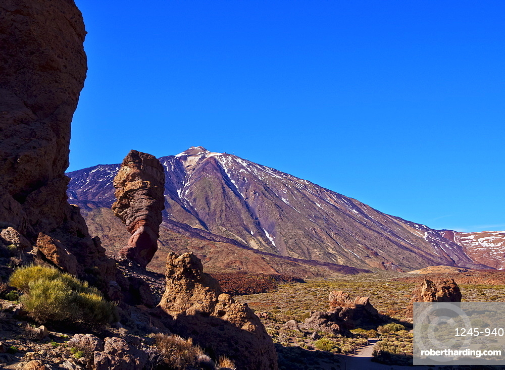 Teide Mountain and Roques de Garcia, Teide National Park, UNESCO World Heritage Site, Tenerife Island, Canary Islands, Spain, Atlantic, Europe