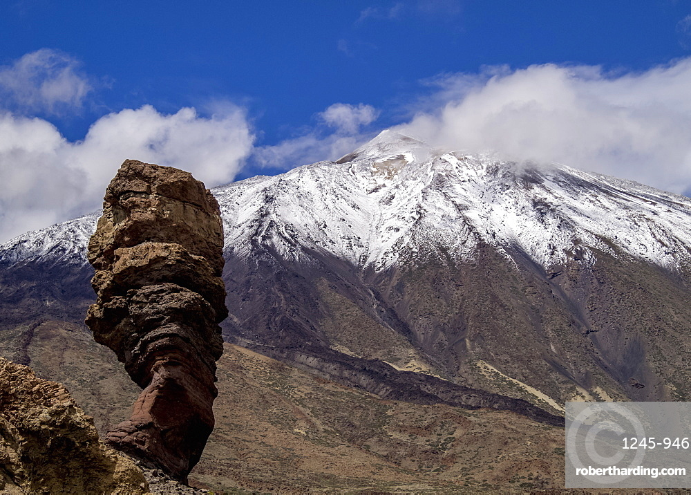 Teide Mountain covered with snow and Roques de Garcia, Teide National Park, UNESCO World Heritage Site, Tenerife Island, Canary Islands, Spain, Europe