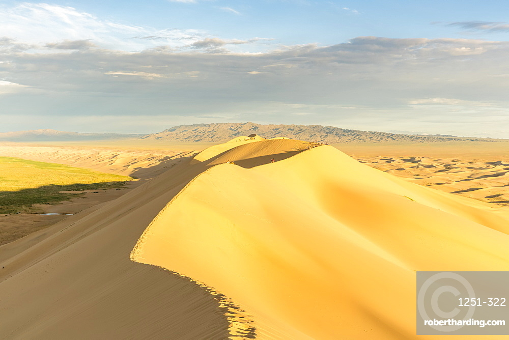 People walking on Khongor sand dunes in Gobi Gurvan Saikhan National Park, Sevrei district, South Gobi province, Mongolia, Central Asia, Asia