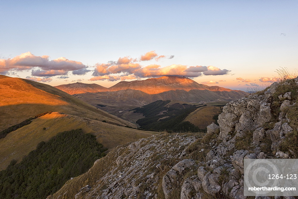 Mount Vettore at sunset, Sibillini Park, Umbria, Italy, Europe
