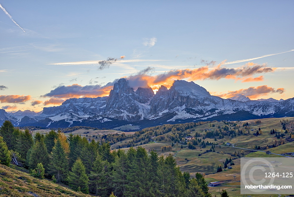Sassopiatto and Sassolungo at sunrise, Alpe di Siusi, Trentino, Italy, Europe