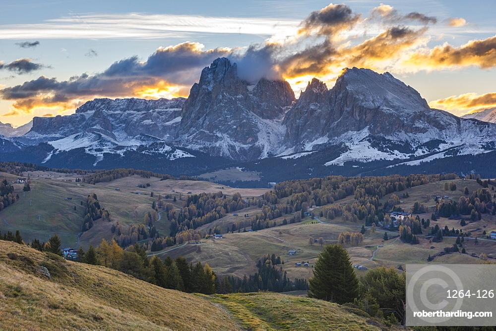 Sassopiatto and Sassolungo at sunrise, Alpe di Siusi, Trentino, Italy, Europe