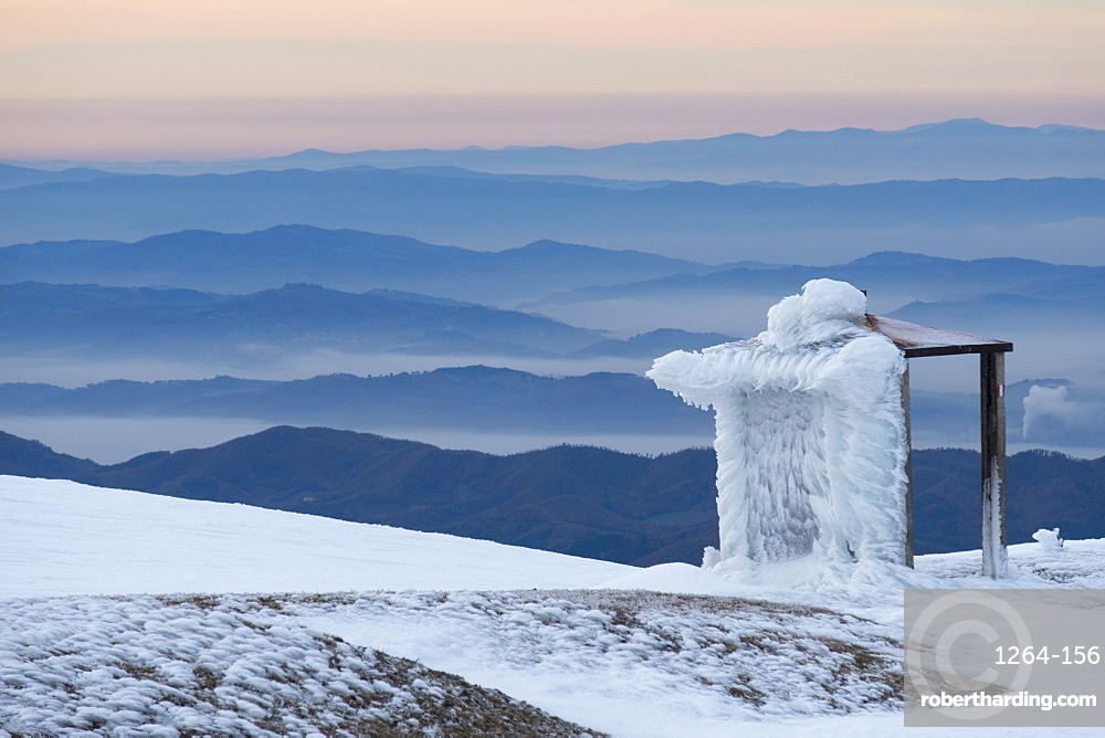 Italy, Umbria, Apennines, Mt Catria, Hut on the summit in Winter