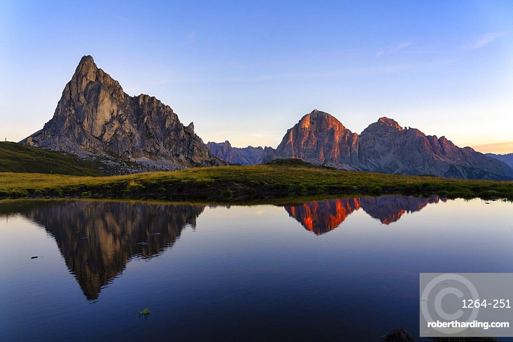 Giau Pass, Gusela and Tofana at sunrise, Dolomites, Veneto, Italy, Europe