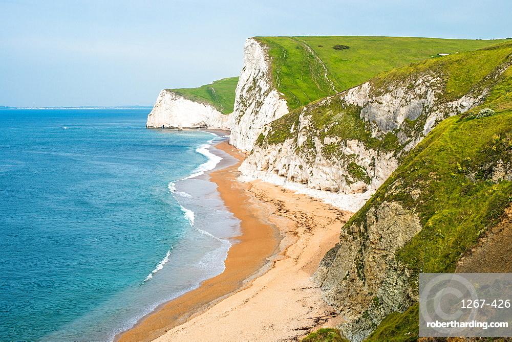 Dramatic coastal scenery, chalk cliffs (Swyre Head and Bat's Head) at Durdle Door in Dorset on England's Jurassic Coast. UK.