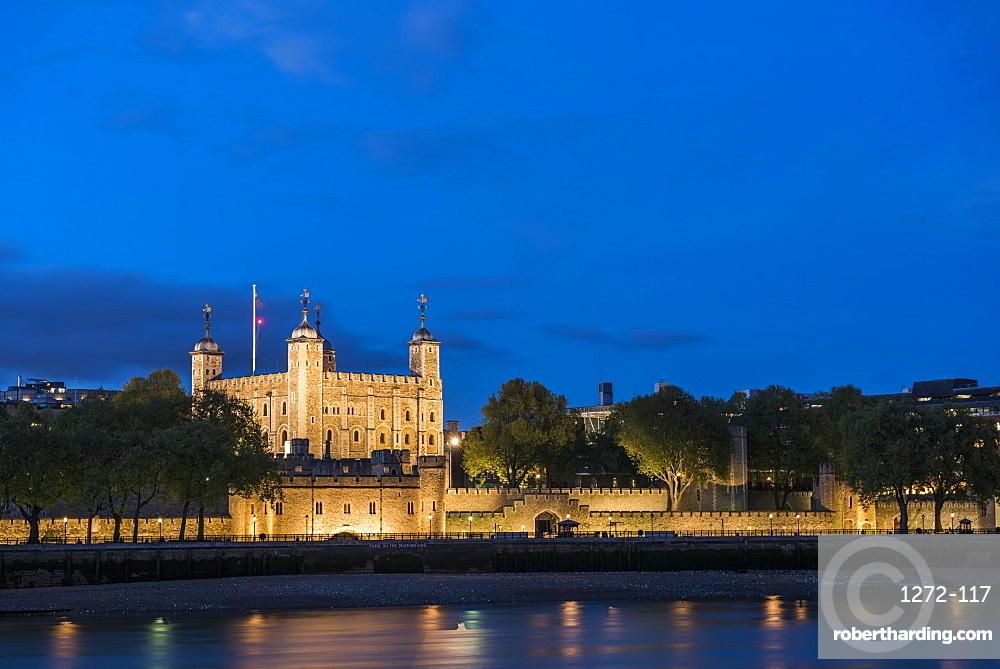 Tower of London at night, UNESCO World Heritage Site, City of London, London, England, United Kingdom, Europe