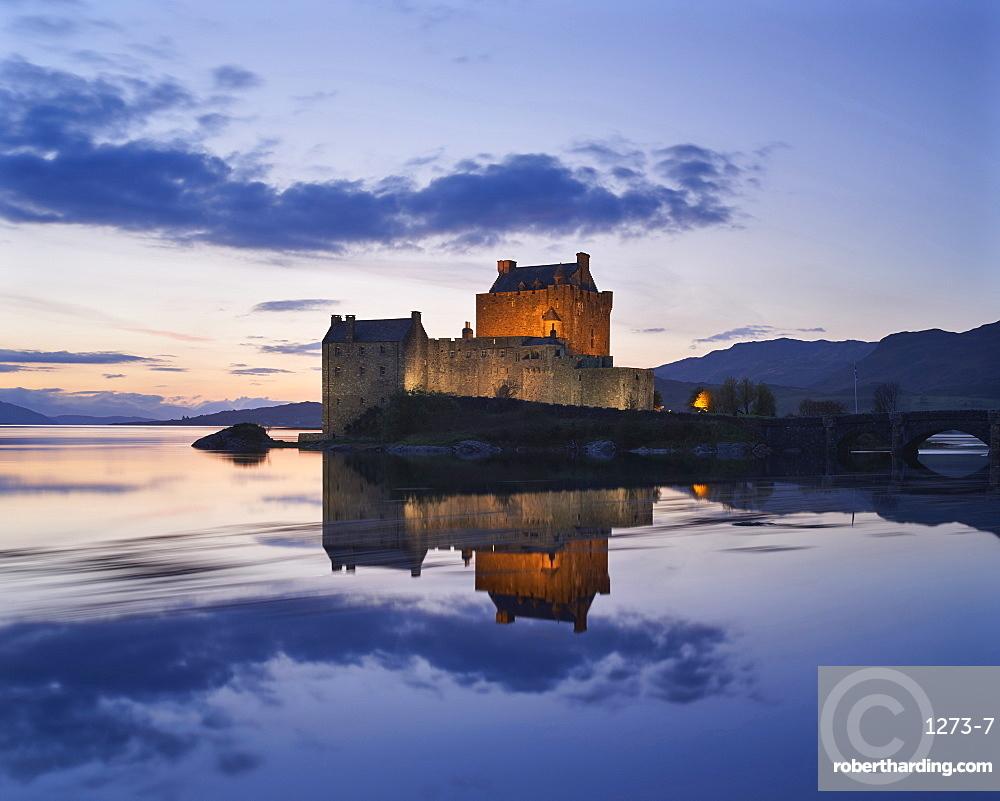 Dusk, Eilean Donan Castle, Dornie, Highlands, Scotland, United Kingdom, Europe