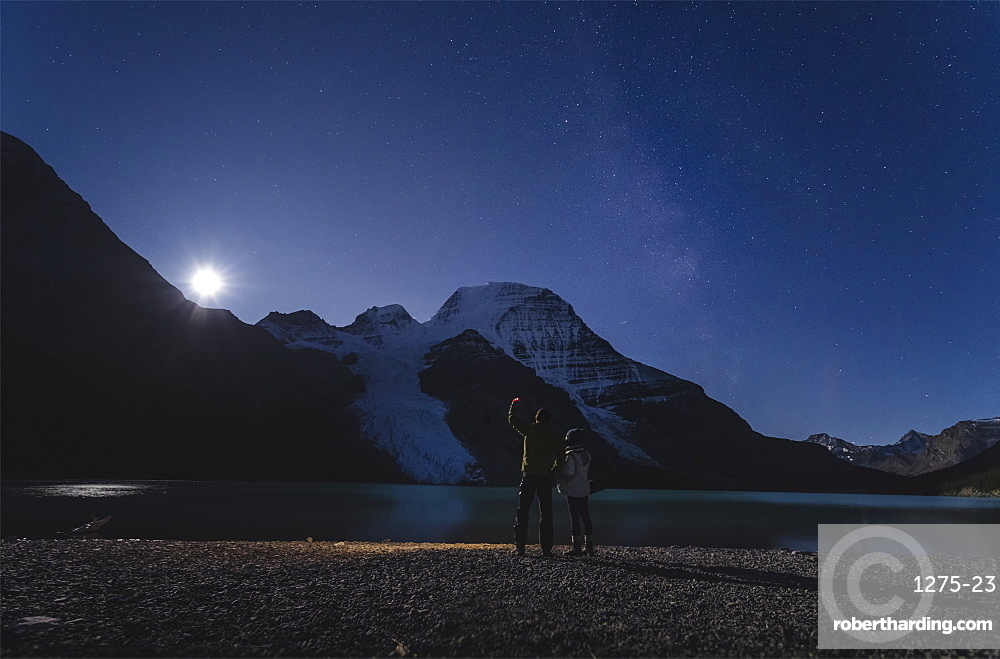 Couple watching moonrise over Mount Robson from the Berg Lake in the Mount Robson Provincial Park, UNESCO World Heritage Site, Canadian Rockies, British Columbia, Canada, North America