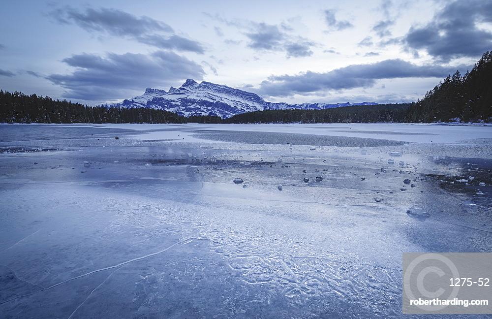 Two Jack Lake in the winter season, Banff National Park, UNESCO World Heritage Site, Alberta, Canadian Rockies, Canada, North America