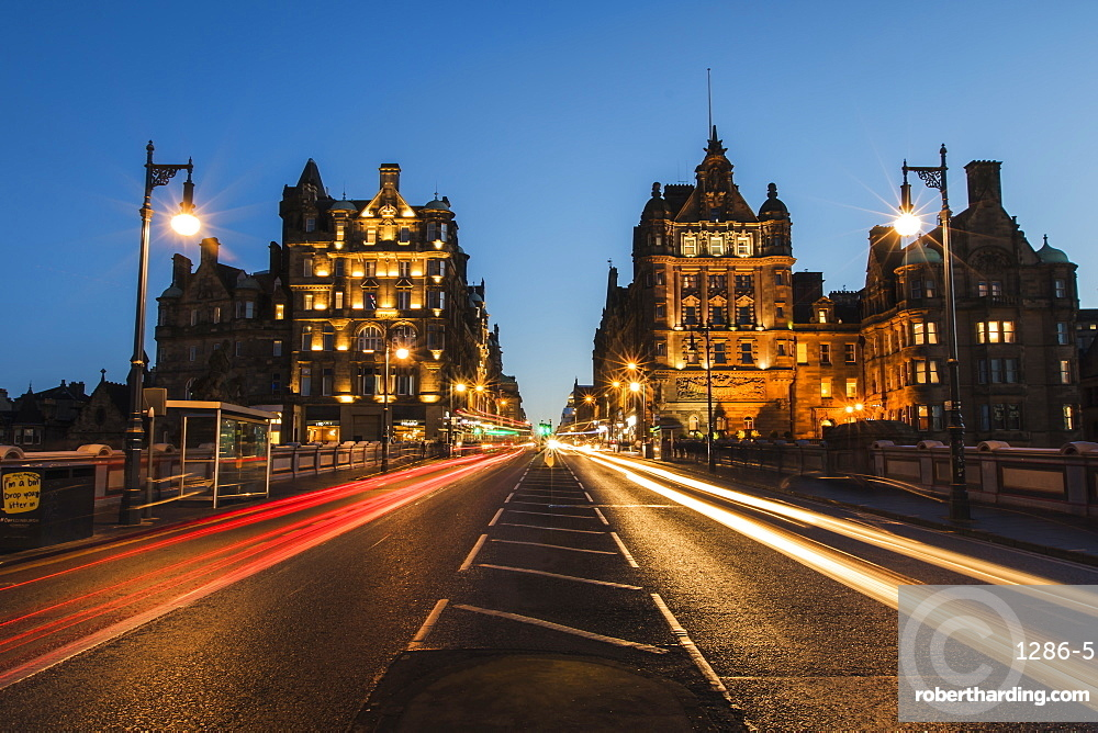 Traffic on the North Bridge, Edinburgh