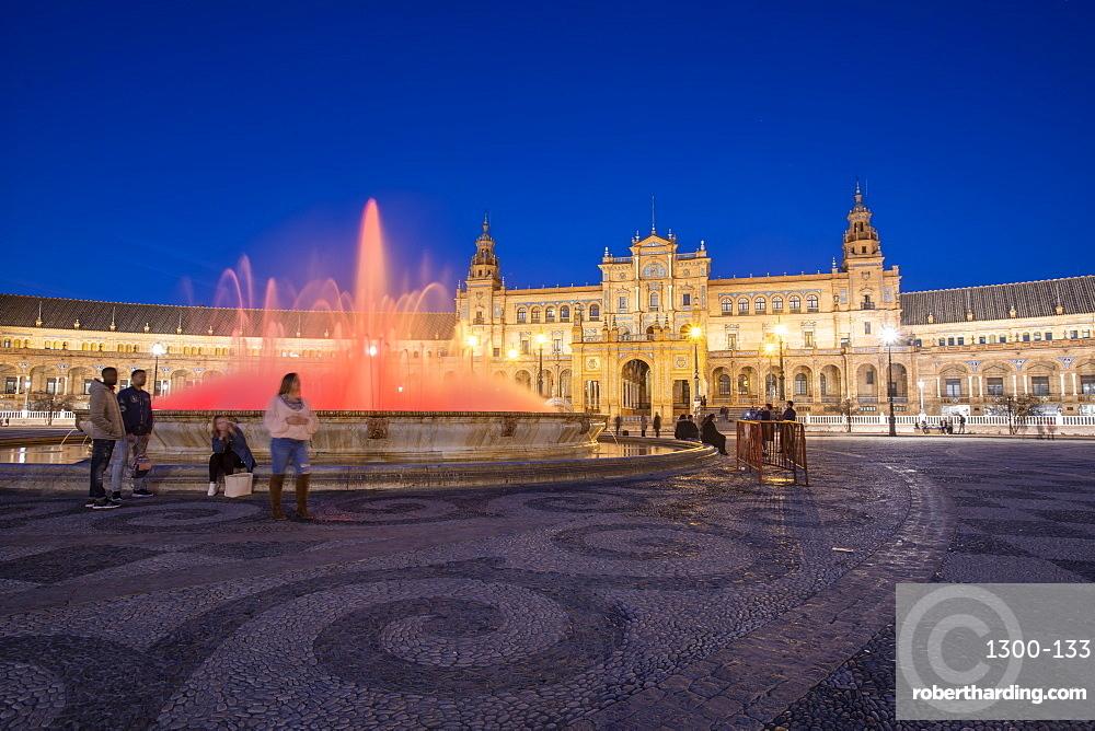 Plaza de España in Parque de María Luisa at night